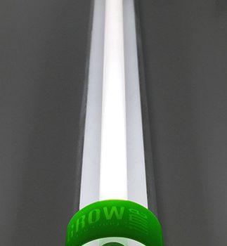 Вободнолежащая люминесцентная лампа мощностью 49 вт во время работы