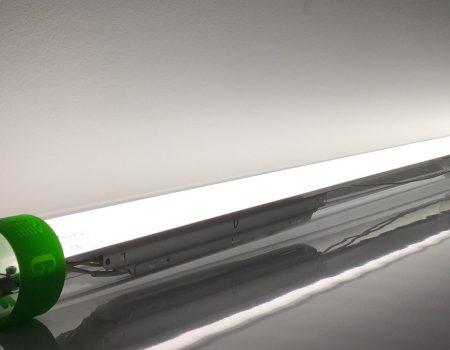 Lampa fluorescencyjna przeznaczona do pieczarkarni