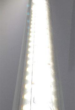 Светодиодная люминесцентная лампа видна крупным планом