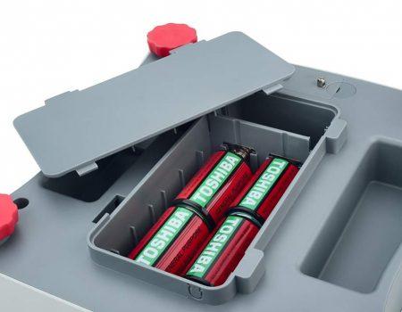 Нижняя часть шкалы VALOR 1000 с видимой заслонкой аккумулятора и ножками
