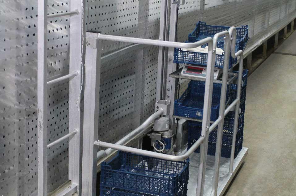 Aluminiowy wózek do zbioru pieczarek serii NEWTON ze skrzynkami do pieczarek